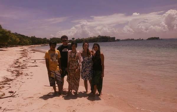 wisata ke pantai pink
