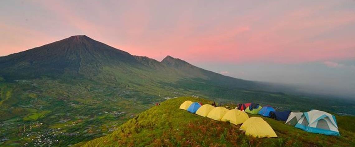 camping on pergasingan hill sembalun