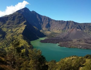 Rinjani trekking Package via senaru